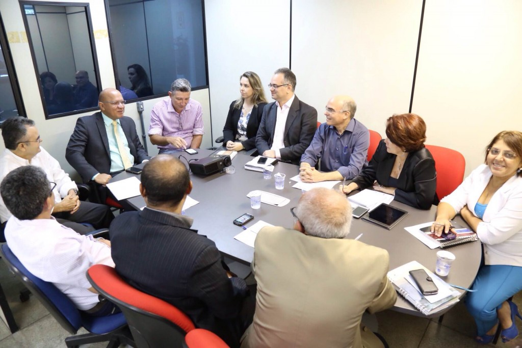 Conselheiros e funcionários do CRC-PI realizam visita à Junta Comercial do Piauí.