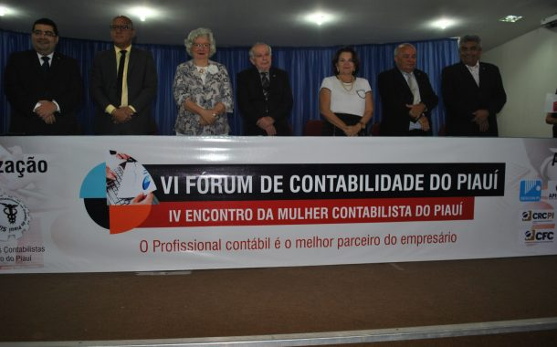 Josafam Bomfim recebe homenagem durante VI Fórum de Contabilidade do Piauí e IV Encontro da Mulher Contabilista