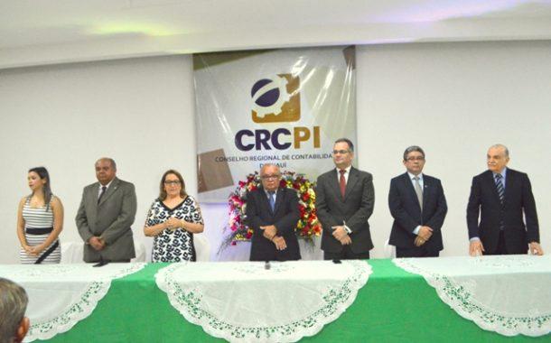 CRCPI entrega carteira profissional aos novos profissionais contábeis e outorga o Certificado do Mérito Contábil