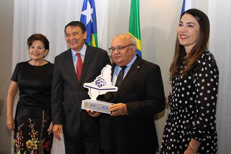 Presidente do CRC-PI recebe homenagem na comemoração dos 125 anos da Jucepi