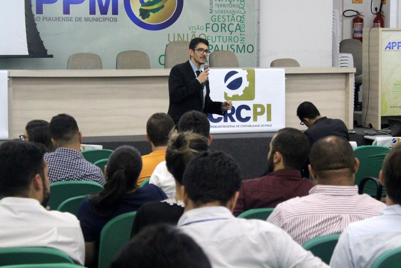 Profissionais da Contabilidade debatem novidades da prestação de contas eleitorais em seminário do CRC-PI