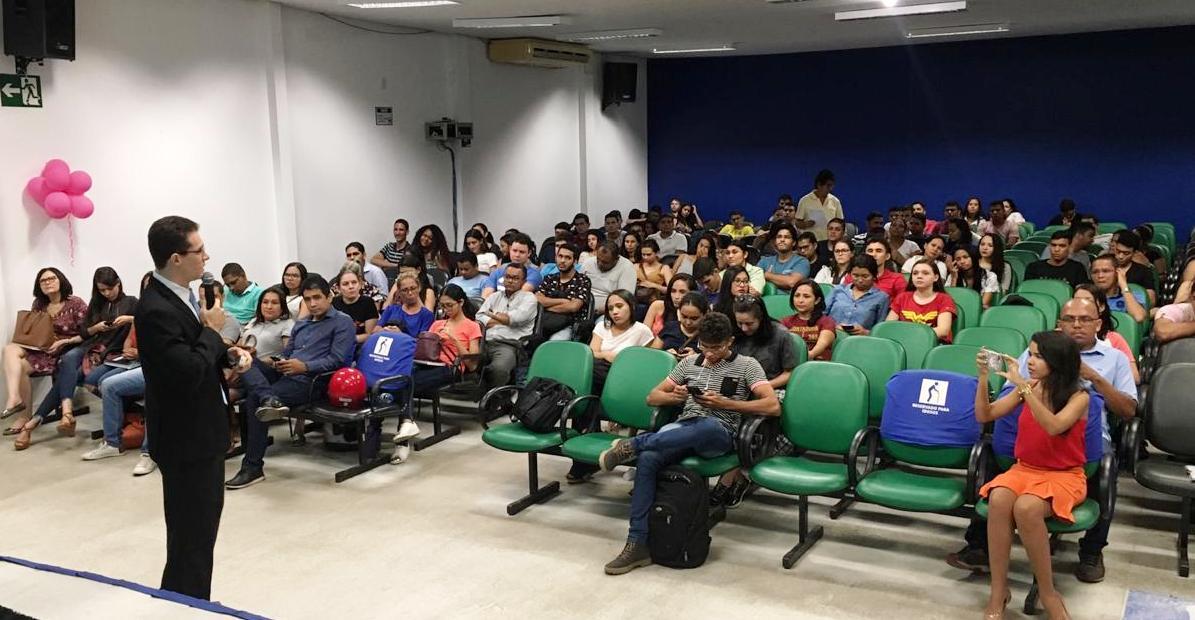 Acadêmicos de Contabilidade e Administraçãoda EstácioCEUT participam depalestrascom CRC Jovem