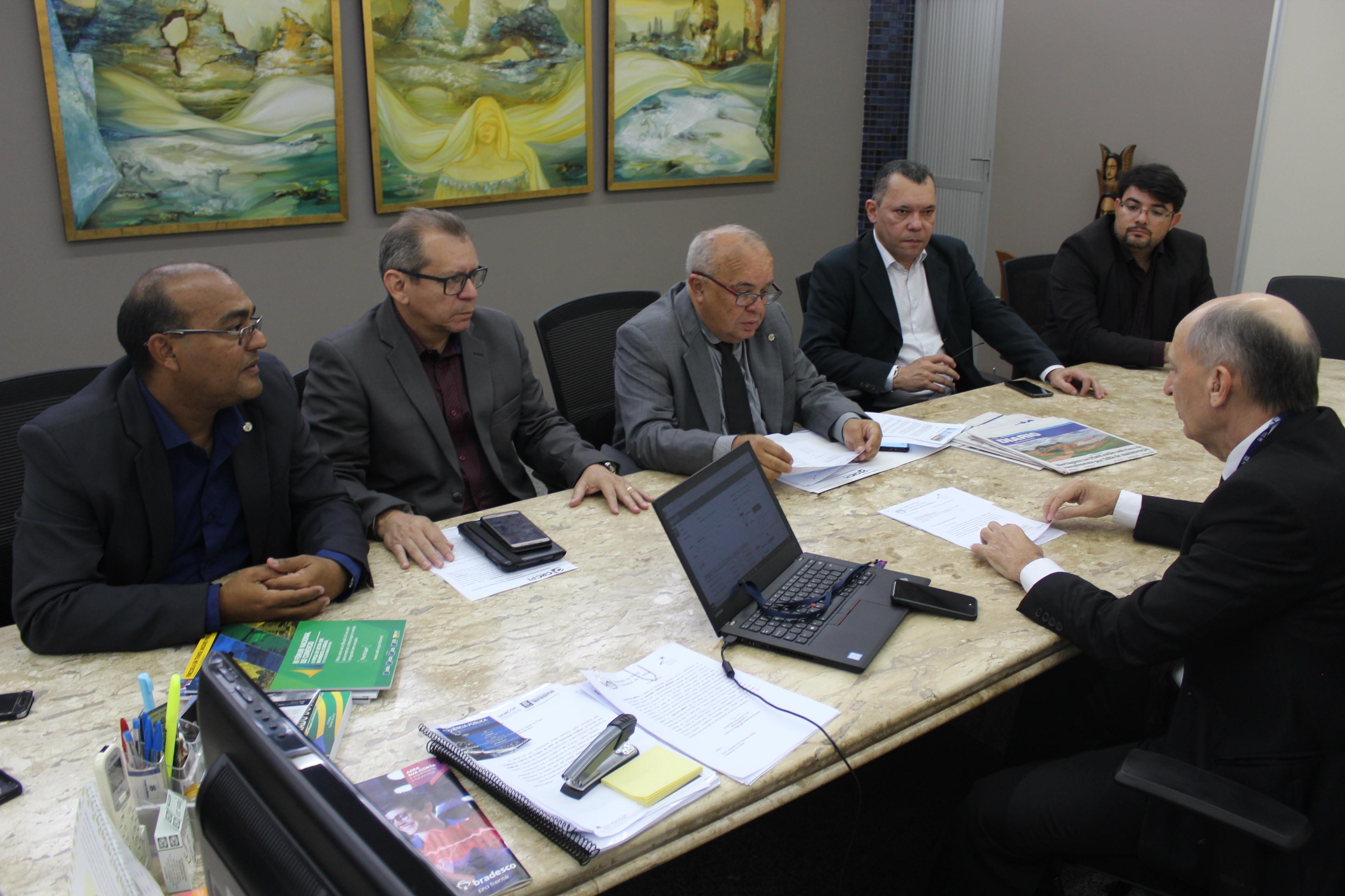Representantes do CRC-PI fazem visita de cortesia e apresentam demandas contábeis ao presidente do TCE-PI