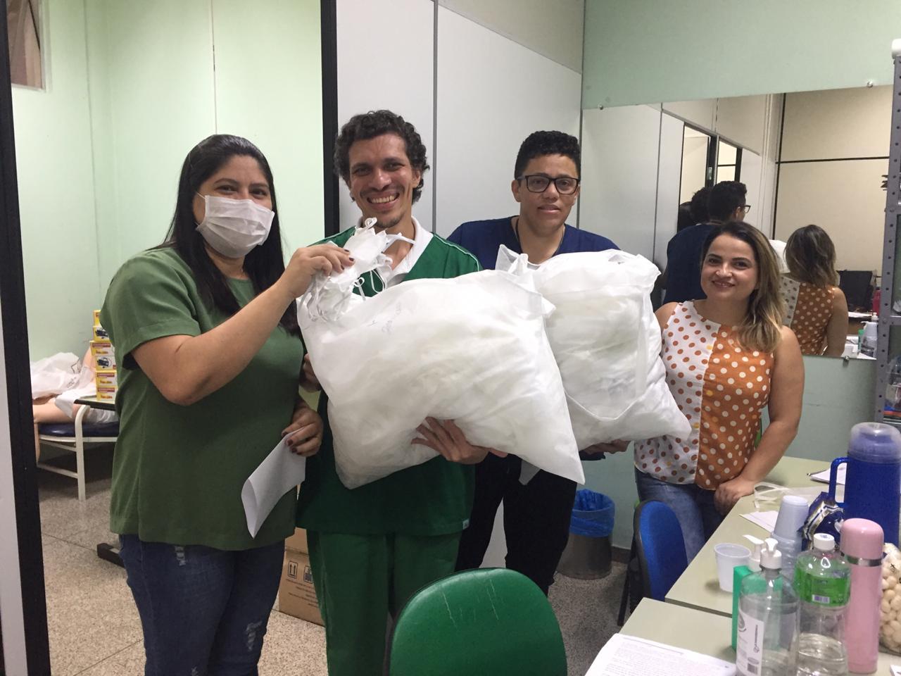 Contadores voluntários produzem máscaras para doar a hospitais de Teresina